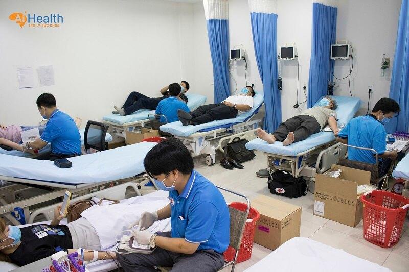 Khu vực hiến máu do các bác sĩ bệnh viện Chợ Rẫy thực hiện