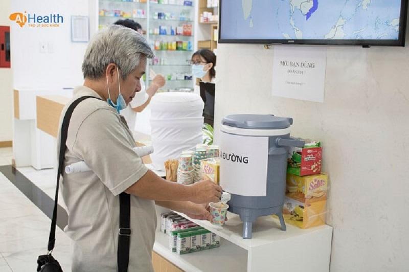 Trà đường, thức ăn nhẹ dành cho khách hàng sử dụng trước và sau hiến máu
