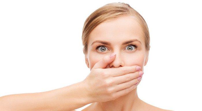Ăn kiêng có thể gây hôi miệng