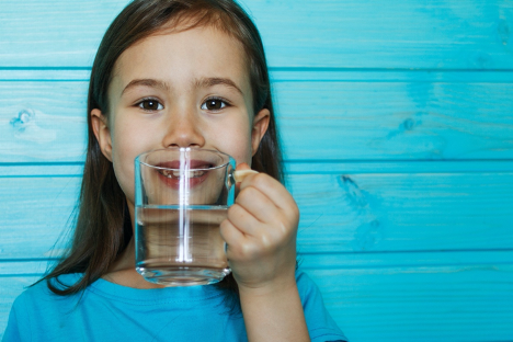 Bạn có cần uống đủ 8 ly nước mỗi ngày?
