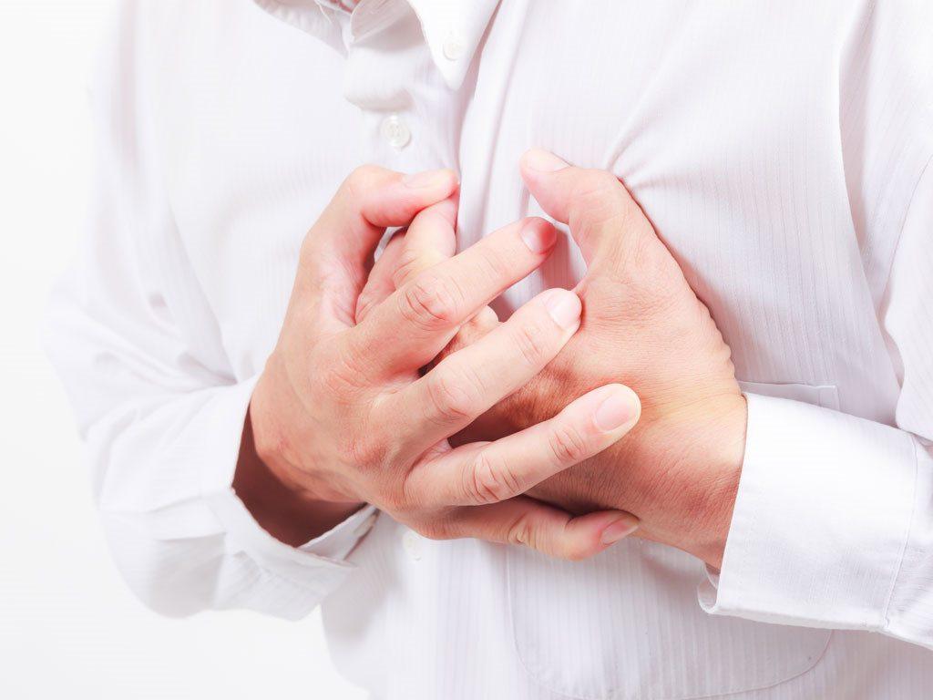 Đau tim báo hiệu bệnh lý gì và xử trí khi đau tim
