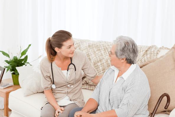 Dịch vụ chăm sóc người già giúp bạn an tâm làm việc