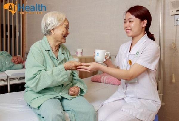 Dịch vụ chăm sóc người già tại Huế