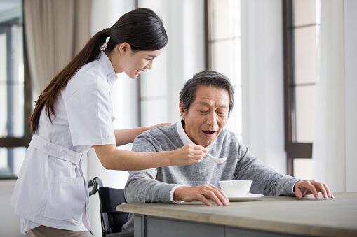 Chăm sóc người bệnh tại nhà cần thực hiện đúng các nguyên tắc