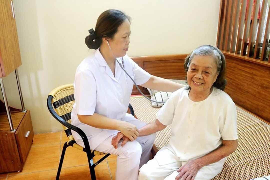 Người lớn tuổi nên quan tâm sức khỏe bản thân