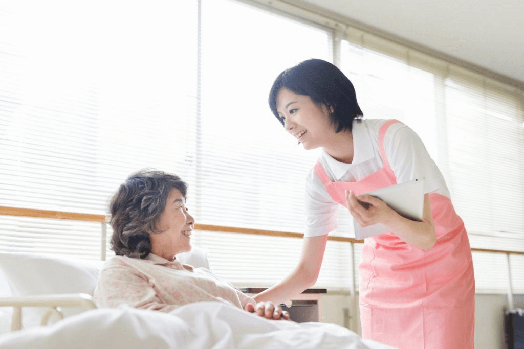 Những lợi ích khi sử dụng dịch vụ chăm sóc người bệnh tại nhà