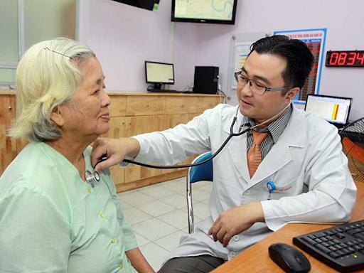 Đội ngũ bác sĩ, nhân viên y tế làm việc nhiệt tình và tận tâm.
