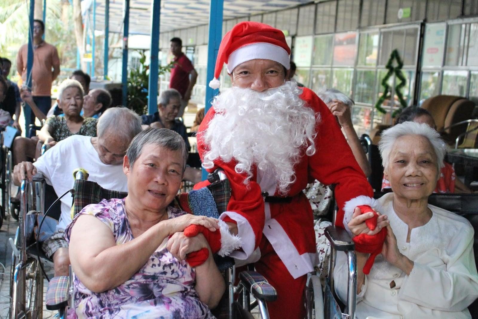 Các cụ sinh hoạt mùa Giáng sinh tại Viện an dưỡng Damoca.