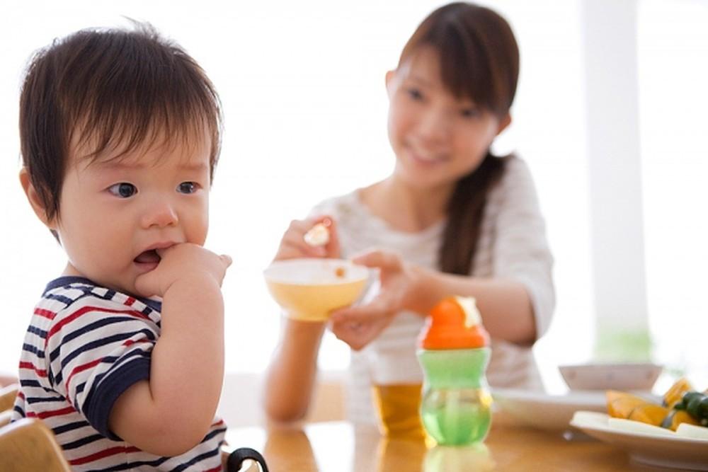 Nguyên nhân khiến trẻ biếng ăn? Có nên uống thuốc điều trị biếng ăn?